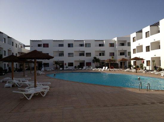 Aparthotel Lanzarote Paradise: Poolside at lanzarote Paradise