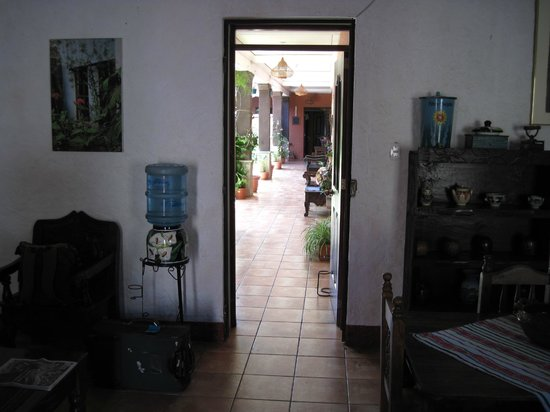Casa San Bartolome: View from the entrance into the rooms area/garden