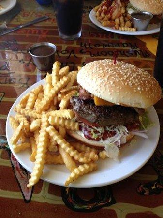 Bernie & The Boys Bistro: G's Burger