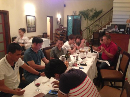 D ner entre amis foto di la p 39 tite france phnom penh for Diner simple entre amis