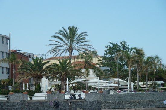 Oinos Ristorante: A day at one of the many beaches