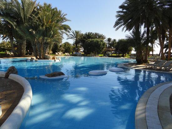 Piscine picture of odyssee resort thalasso zarzis for Thalasso quiberon piscine