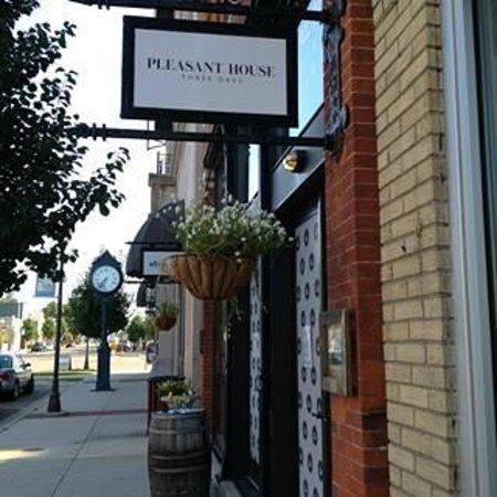 Pleasant House Bakery II: Pleasant House Three Oaks