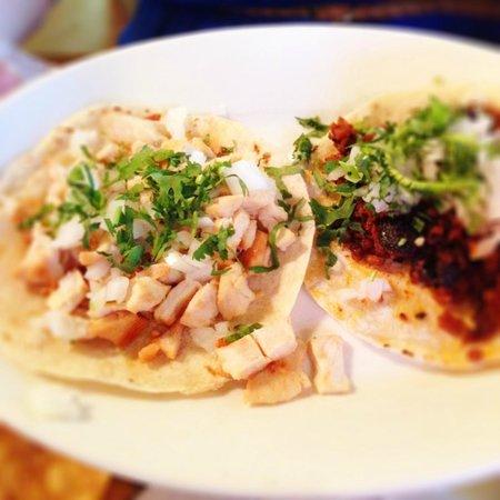 Las Delicias: Chorizo Tacos