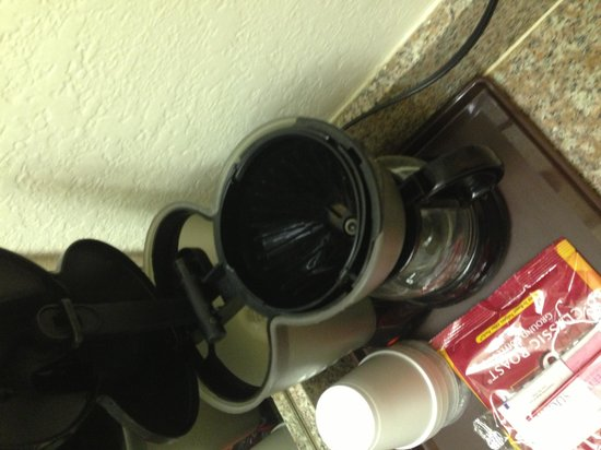 Crystal Suites Texas City: Coffee pot