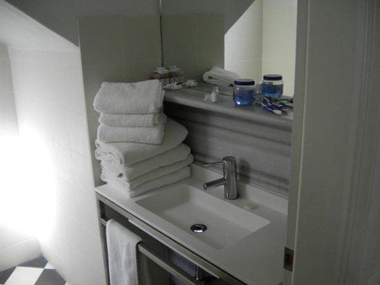 Rose Bay Hotel: Bathroom