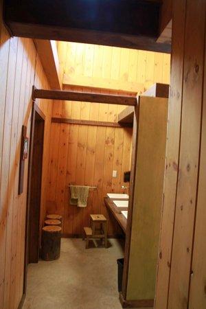 Kabania : Salles de bains dans le pavillon commun