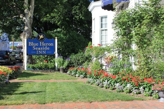 Blue Heron Seaside Inn: Front Sign