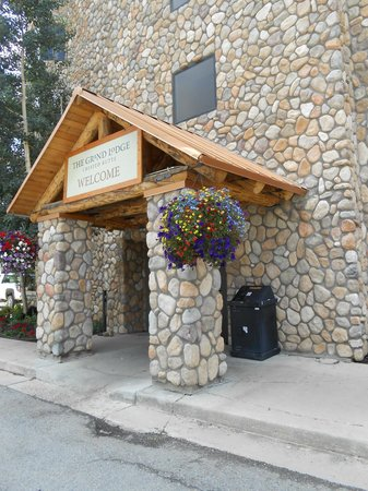 Grand Lodge Crested Butte: Front entrance