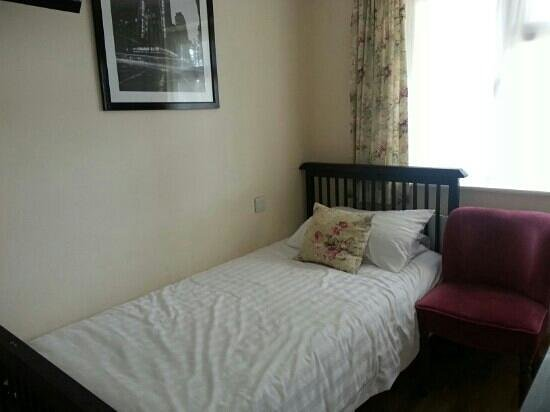 The Old Rectory: extra bed in room
