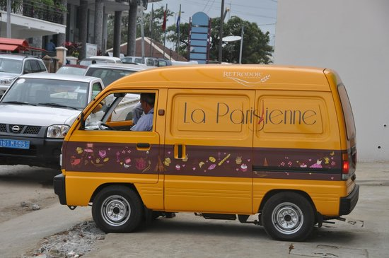 la petite camionnette picture of la parisienne libreville tripadvisor. Black Bedroom Furniture Sets. Home Design Ideas