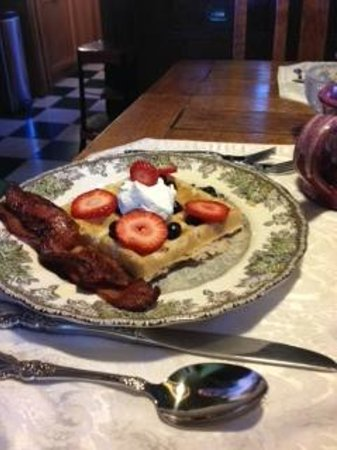 Bozeman's Lehrkind Mansion Bed and Breakfast: Breakfast is served!