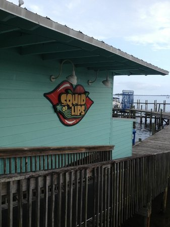Oyster Pointe & Oyster Bay Resort: Local bar