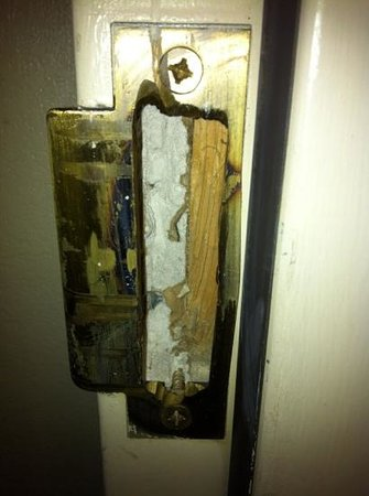 Sleep Inn Nashville Airport : Our lock was chiseled out so that the door was not locked whatsoever during our stay.