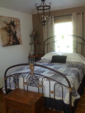 Cameo Cottage Bed & Breakfast: Guest Room