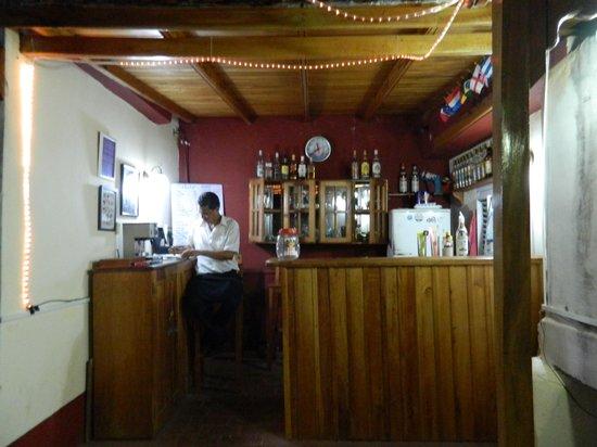Rolando's Backpackers : Bar no Terraço.