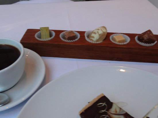 Stones Restaurant: coffe and petits fours