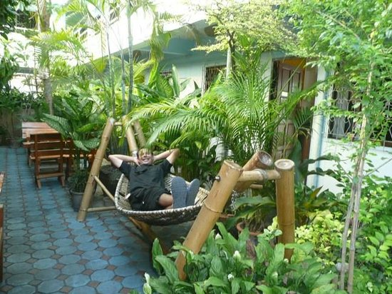 Viraporn's place: CM -BLUE-HOUSE (jardin et coin détente )