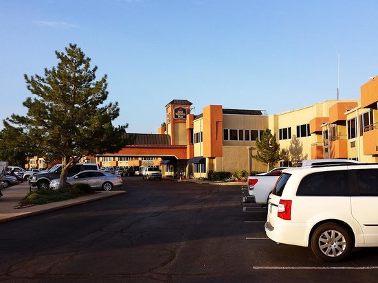 Best Western Plus Lawton Hotel & Convention Center: Outside of hotel