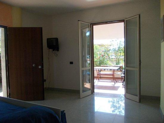 Soggiorno+angolo cottura con vita della veranda - Picture ...
