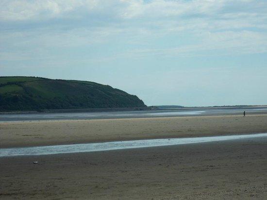 Llansteffan Beach: Beach looking towards Ferryside