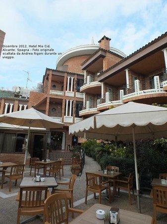 Hotel Mio Cid: Terrazza del ristorante, sopra la piscina.