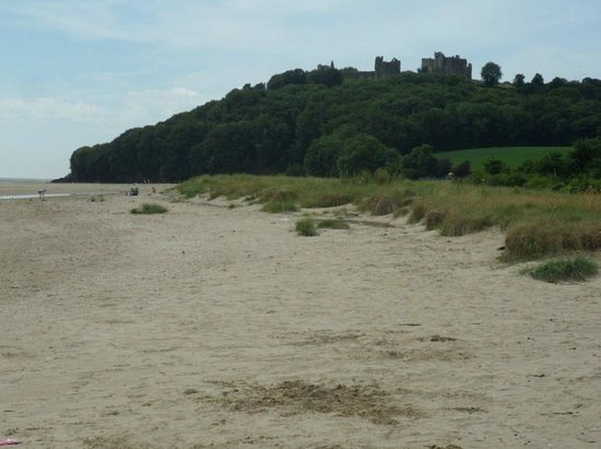 Llansteffan Beach: Beach looking towards Castle