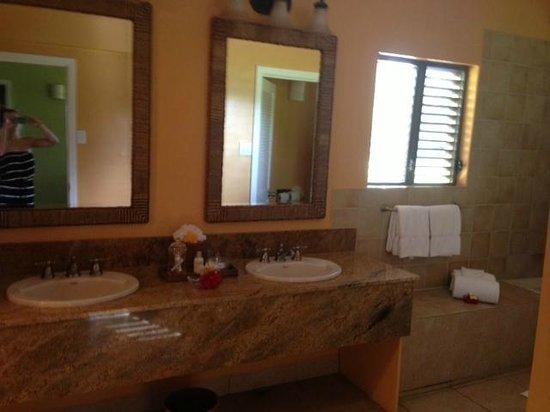 Nisbet Plantation Beach Club: Large bathroom