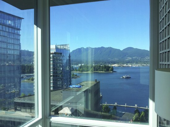 Coast Coal Harbour Hotel by APA: 20th Floor .. amazing views