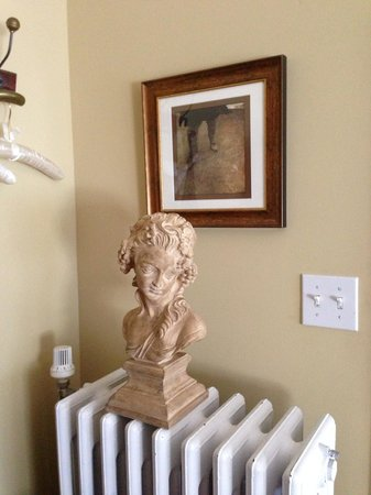 Ripples Inn at the Harbor: Bust and Photo