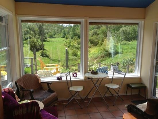 The Garlic Patch Bed & Breakfast: Sunroom with a view of the back field, where you can watch deer graze!