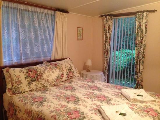 Treenbrook Cottages: lovely bedrm
