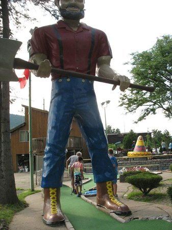 Around the World Miniature Golf : Paul Bunyan at Around the World Golf