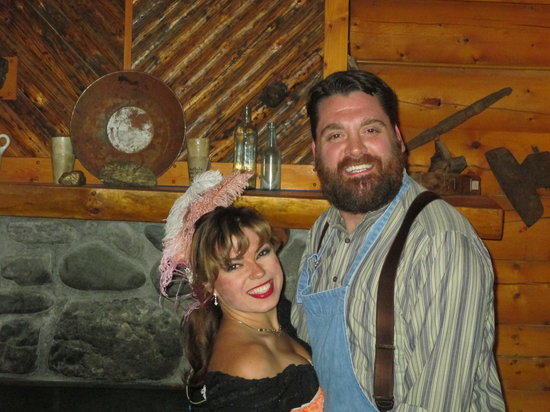 Alaska Cabin Nite Dinner Theater: Cabin Nite entertainment