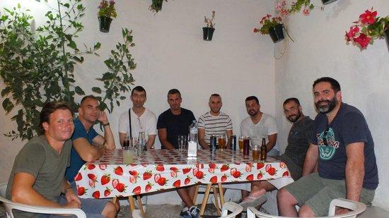 Nomadas hostel: Nice chat in the corner.