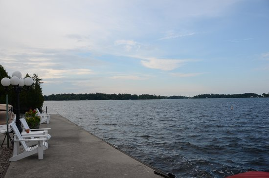 The Gananoque Inn and Spa: Waterfront view