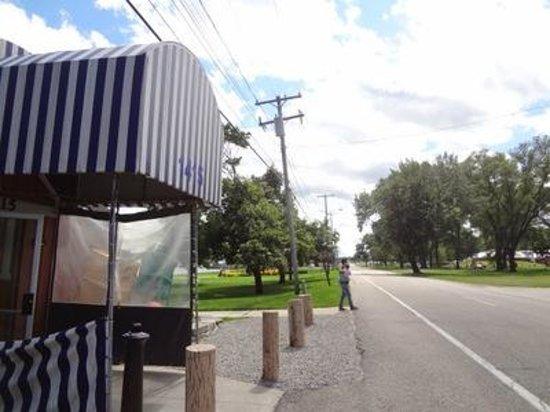 Junction Buoy: Entrance On Roadside