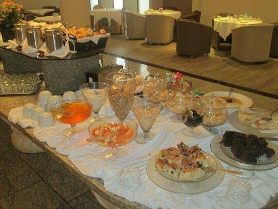 San Juan Executive: Café da manhã