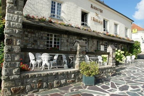 Auberge de l'Abbaye : Front and terrace