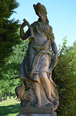 Fasanenschlösschen Moritzburg: Sculptures in the park.