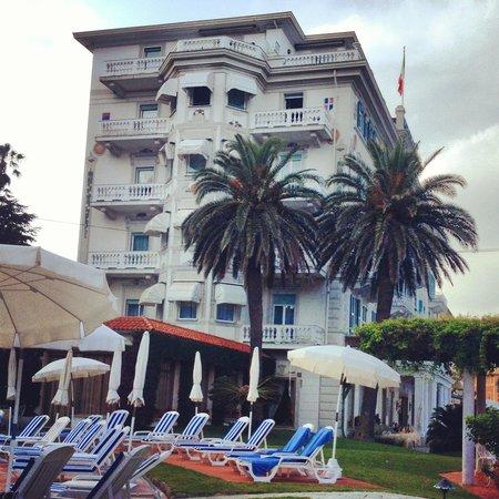 Grand Hotel Miramare : Side view