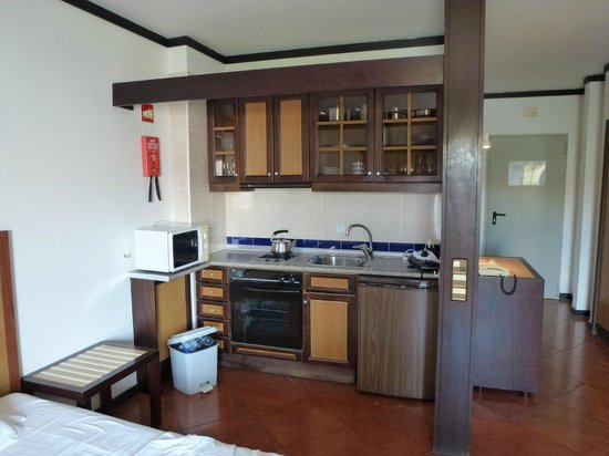 Hotel Paraiso de Albufeira: out dated kitchen