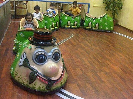 Kidoos Entertainment : Caterpillar