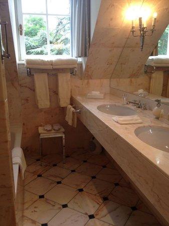 Château du Petit Musigny à Chambolle : Ein Bad aus Marmor!