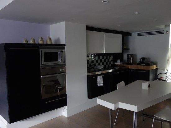 Maison AZ: Suite Küchenzeile