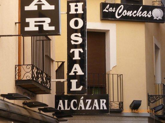 Hostal Alcazar: Enseigne de l'hôtel