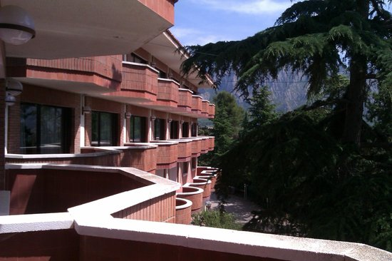 Montserrat Hotel & Training Center: Terraza