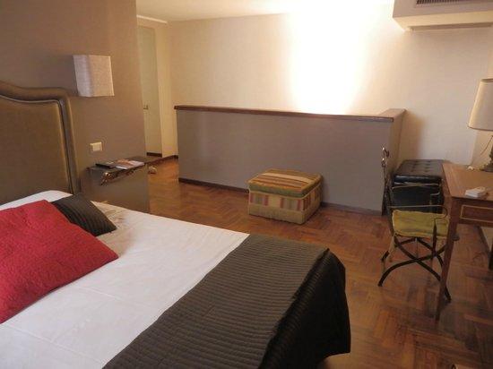 HiSuiteRome: master bedroom (upstairs)