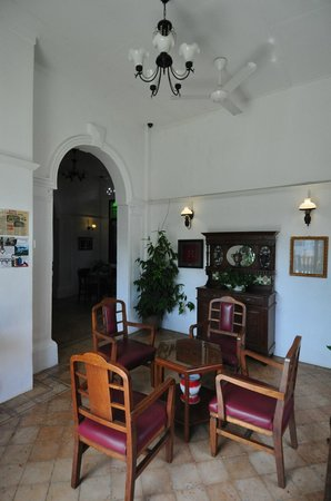 Cyclamen Cottage: 'Lobby' of new wing