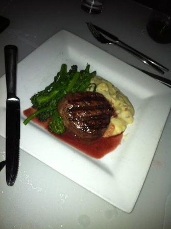 The Plaza Bistro: steak was delicious, the veggie medley was Delishhh there was a hint of truffle salt on them 8)